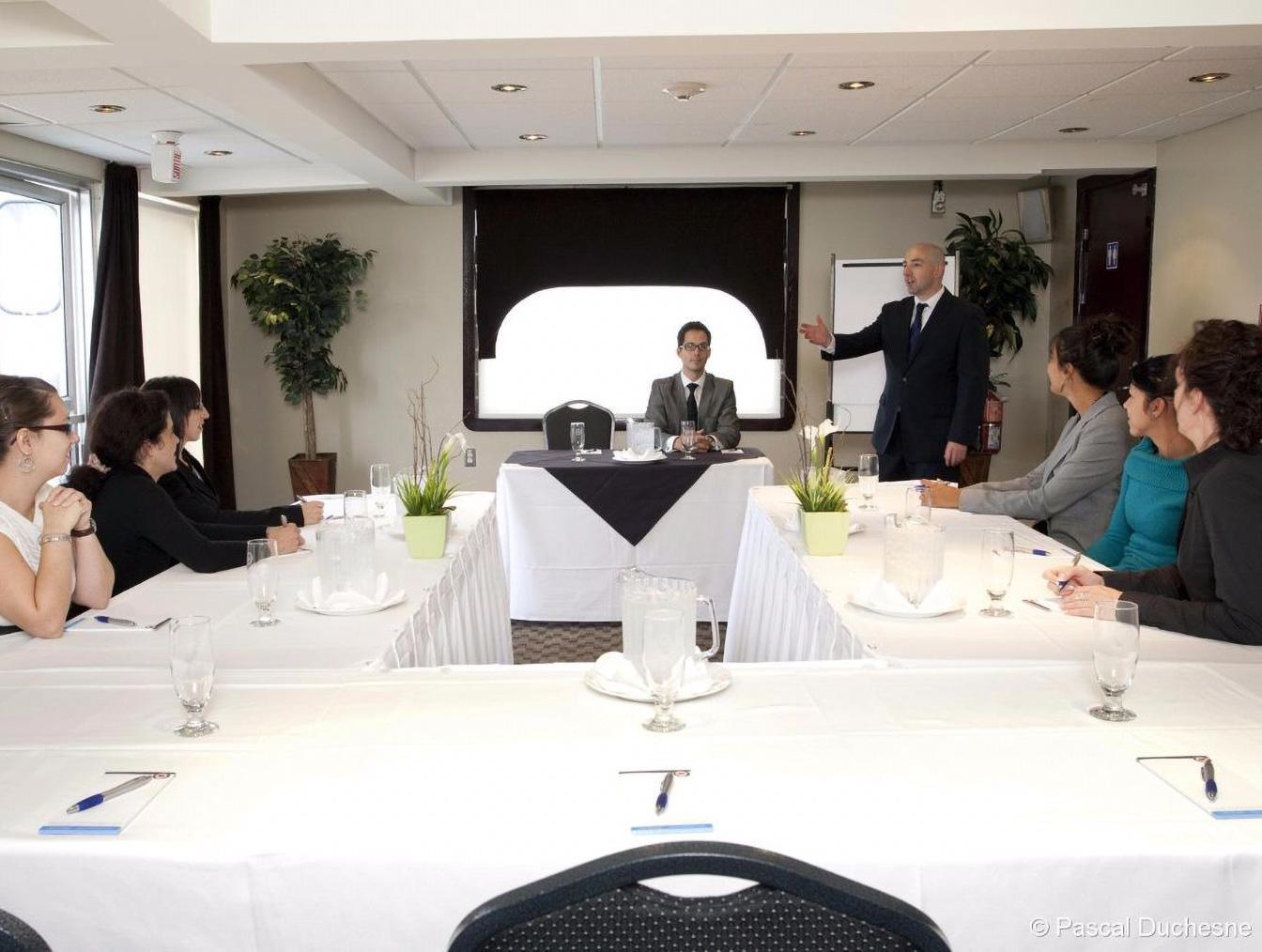 Croisières AML - business meeting in the Captain's Lounge